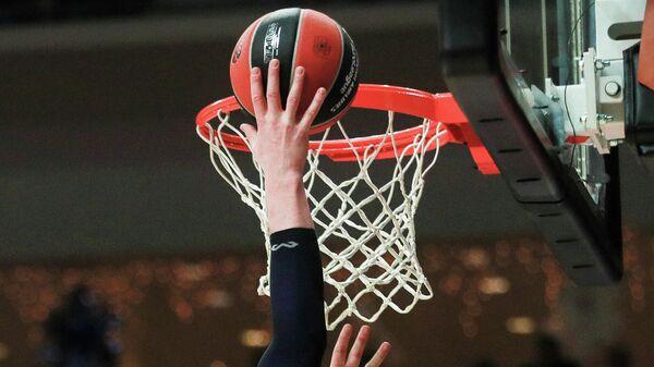 "Баскетболисты ""Реала"" дома проиграли ""Анадолу Эфес"" в матче Евролиги"