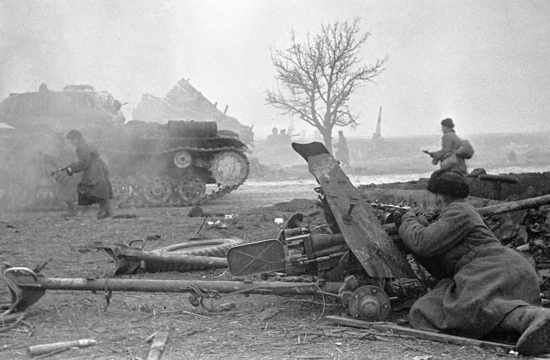 Советские воины ведут бой в окрестностях Варшавы - РИА Новости, 1920, 16.09.2020