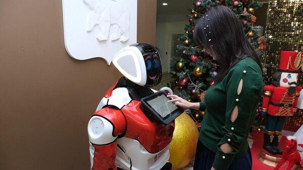 Робот-консьерж начал работать в администрации губернатора Пермского края