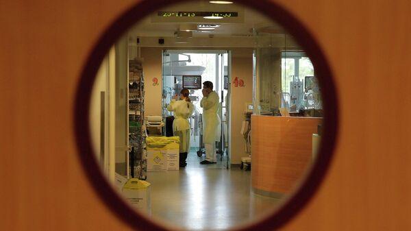 Врачи в палате интенсивной терапии в детском госпиталя королевы Фабиолы в Брюсселе