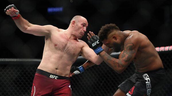 Слева направо: бойцы UFC Алексей Олейник (Россия) и Морис Грин (США) на турнире UFC 246 в Лас-Вегасе