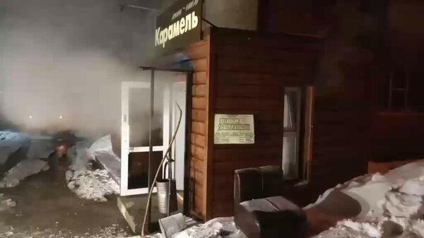 На месте прорыва трубы отопления в хостеле в Перми. Стоп-кадр видео