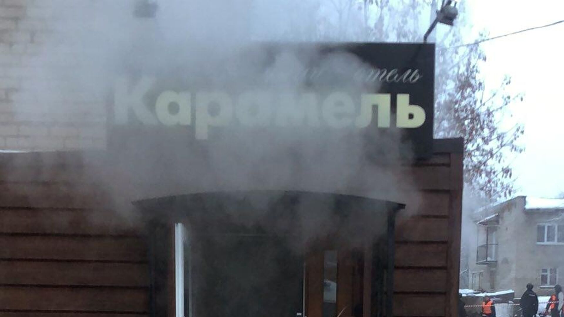 Вход в мини-отель Карамель в Перми, в котором в результате прорыва трубы с кипятком погибло пять человек - РИА Новости, 1920, 25.02.2021