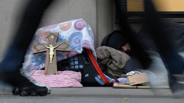 Бездомный на улице Барселоны, Испания