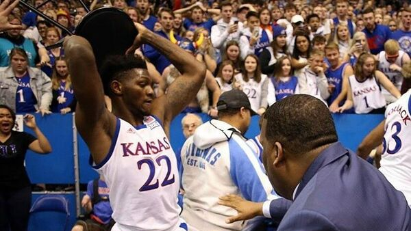 Драка на матче студенческих баскетбольных команд