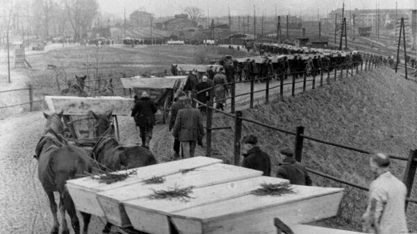 Похороны погибших узников, освобожденного Красной Армией концентрационного лагеря Освенцим