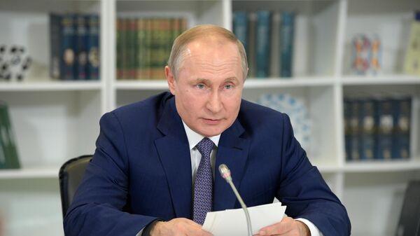 Президент РФ Владимир Путин во время посещения образовательного центра Сириус