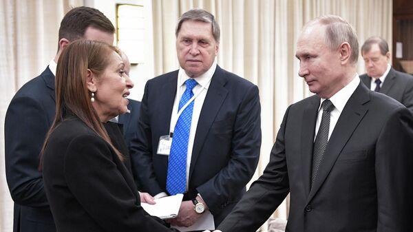 Президент РФ Владимир Путин во время встречи с матерью осужденной в РФ израильтянки Наамы Иссахар Яфрой