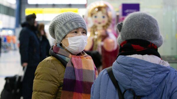 Пассажиры в зоне международных прилетов аэропорта Владивостока