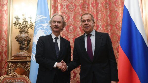 Министр иностранных дел РФ Сергей Лавров и специальный посланник генерального секретаря ООН по Сирии Гейр Педерсен во время встречи
