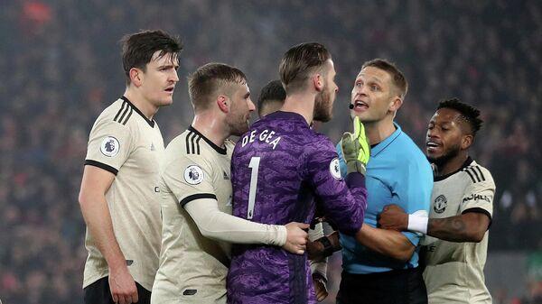 Футболиструюты Манчестер Юнайтед апеллируют к арбитру