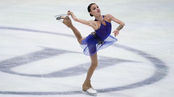 Анна Щербакова (Россия) выступает с произвольной программой в соревнованиях среди женщин на чемпионате Европы по фигурному катанию.
