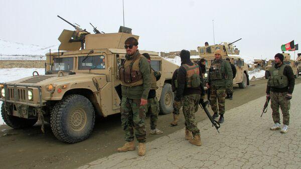 Силы афганской национальной армии направляются к месту крушения самолета в провинции Газни. 27 января 2020