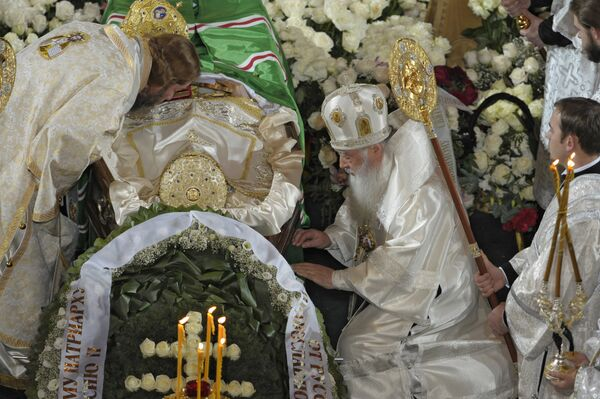 У гроба с телом патриарха Алексия II