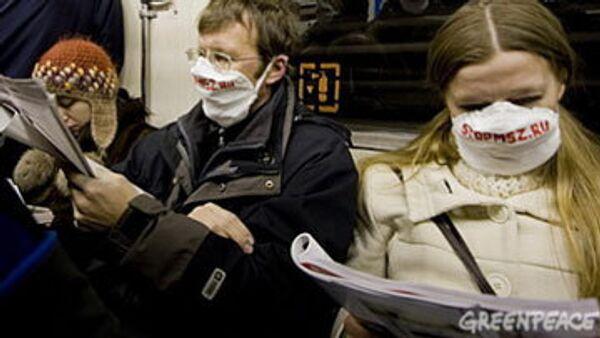 Экологи в респираторах устроили акцию протеста в московском метро