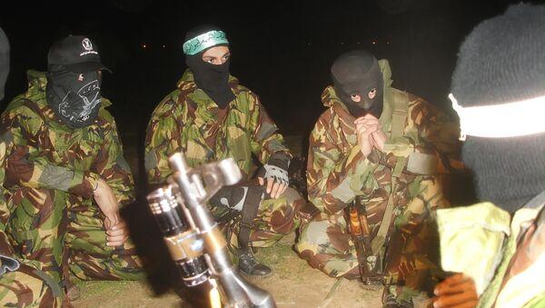 Палестинские боевики готовятся к обстрелу Израиля. Архив