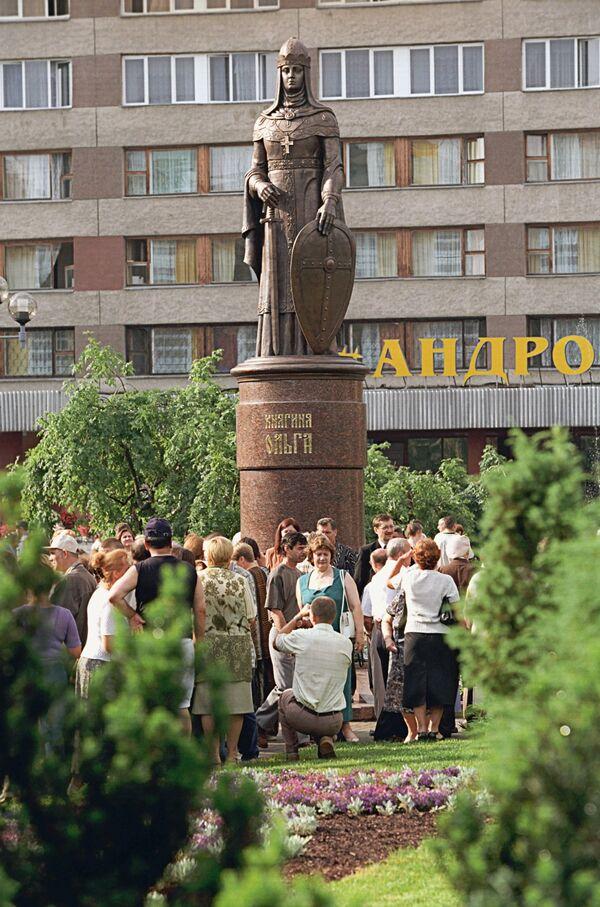 Памятник княгине Ольге в Пскове