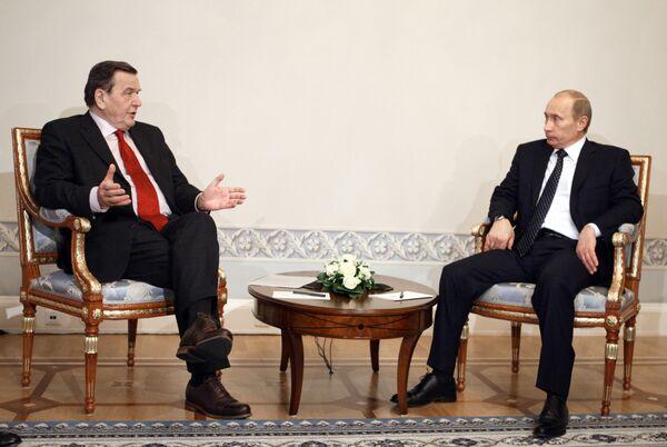 Встреча Владимира Путина с Герхардом Шредером в Санкт-Петербурге