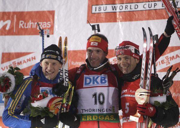 Пьедестал масс-старта на четвертом этапе Кубка мира по биатлону: Карл-Юхан Бергманн, Кристоф Суманн и Оле-Эйнар Бьорндален