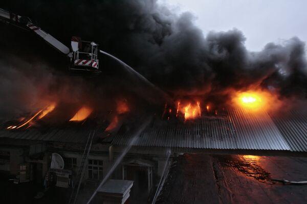 Обрушение произошло в горящих мастерских РЖД в Москве