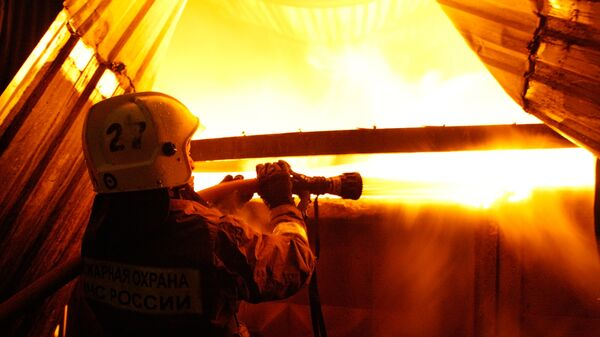 В горящих мастерских РЖД на северо-востоке Москвы могут быть люди - МЧС