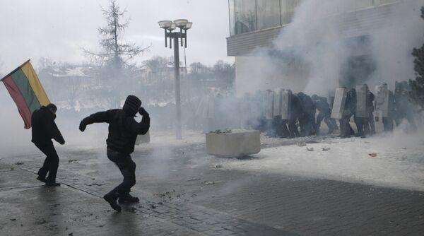 Беспорядки у здания парламента в центре Вильнюса