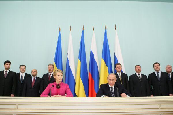Нафтогаз и Газпром подписали соглашение о поставках и транзите газа 19 января после подключения к переговорному процессу премьеров Юлии Тимошенко и Владимира Путина