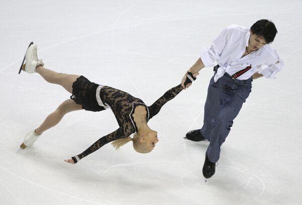 Мария Мухортова и Максим Траньков во время выступления на чемпионате Европы по фигурному катанию