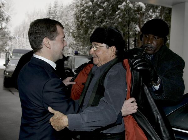 Президент России Д.Медведев принял лидера Кубы Рауля Кастро в резиденции Завидово