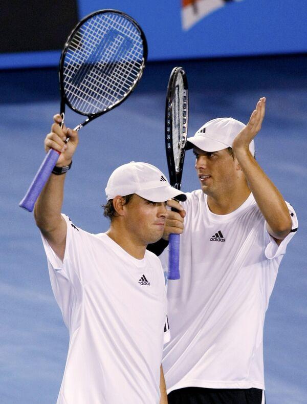 Братья Боб и Майк Брайаны вышли в финал на итоговом теннисном турнире в Лондоне