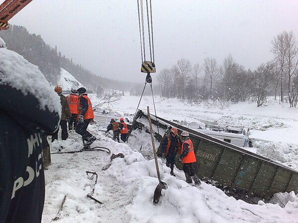 Сход лавины на Красноярской железной дороге на границе Хакасии и Кузбасса