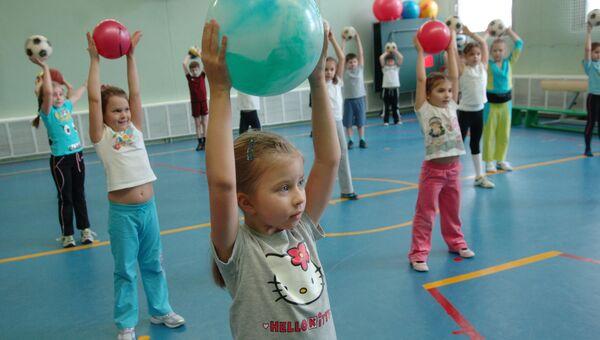 Юные москвичи пойдут в школу без температуры и сразу - на физкультуру