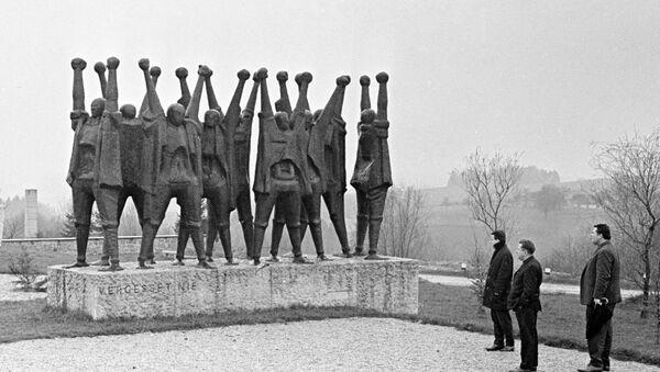 11 апреля отмечается международный день освобождения узников нацистских концлагерей, напоминающий человечеству об этих фабриках смерти