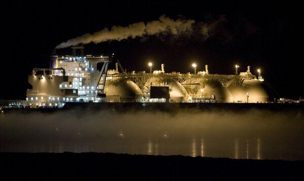 Первый в России завод по производству сжиженного природного газа на Сахалине