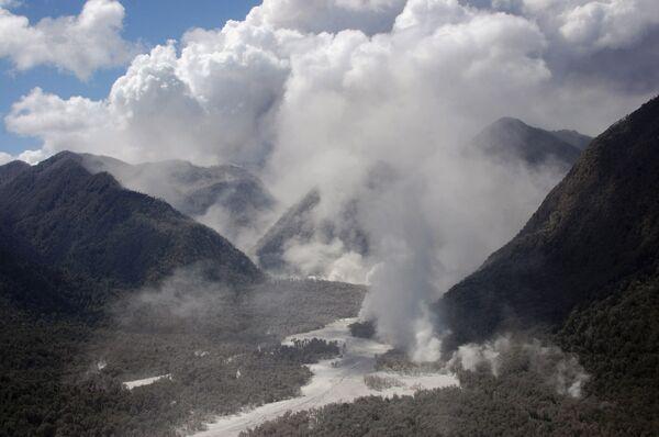 На Аляске началось извержение вулкана Редобт