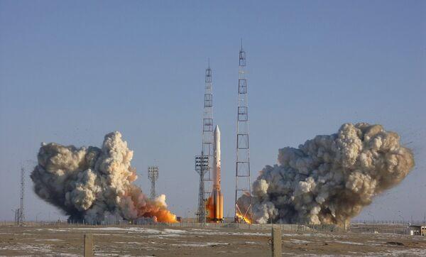 Пуск ракеты-носителя «Протон» с космодрома Байконур