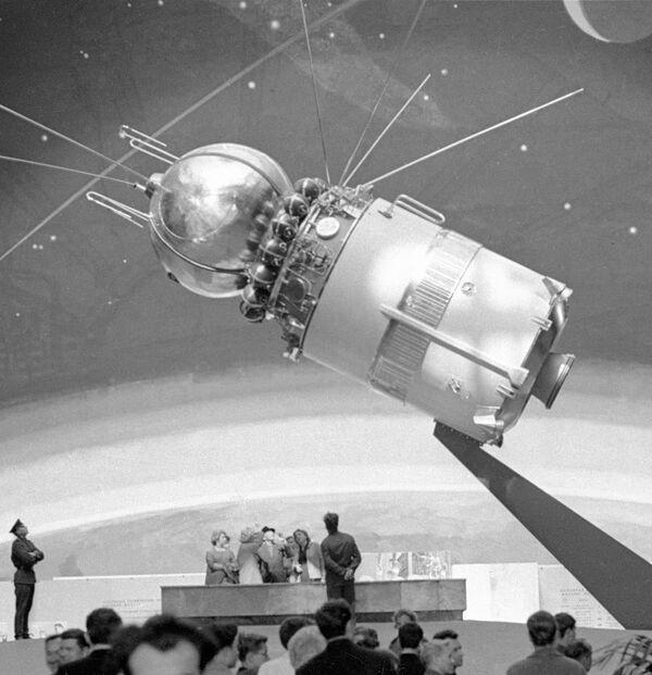 Ледяные космонавты и космические корабли появятся в Москве у ВВЦ