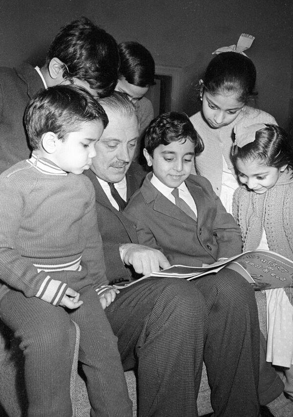Михалков с детьми сотрудников индийского посольства