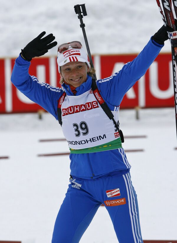 Ольга Зайцева после финиша спринтерской гонки на этапе КМ по биатлону в Тронхейме