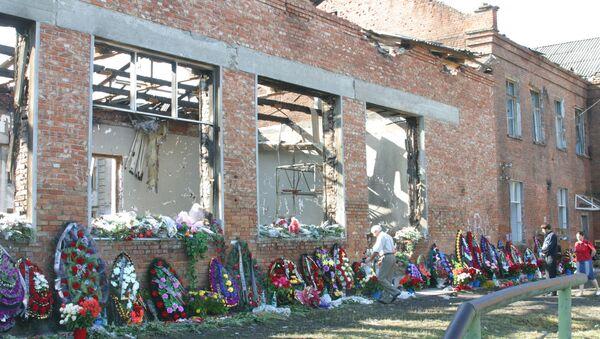 На месте теракта в школе N 1 в Беслане. Архивное фото