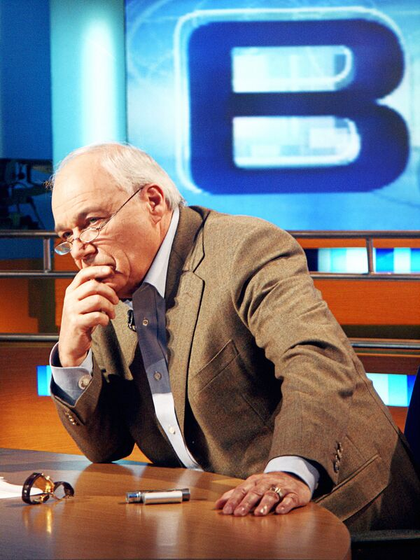 Телеведущий Владимир Познер в программе Времена