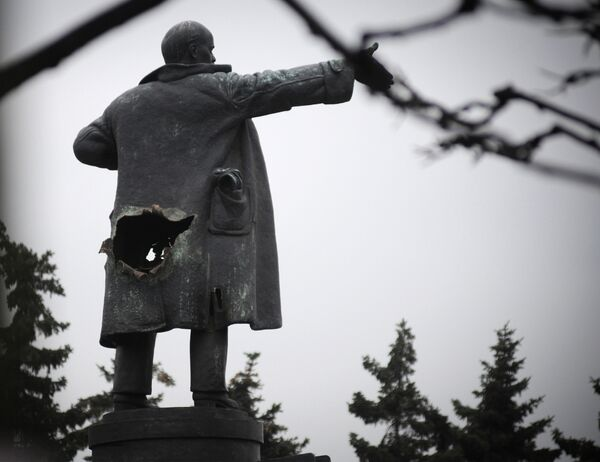 В Санкт-Петербурге взорвали памятник Ленину у Финляндского вокзала