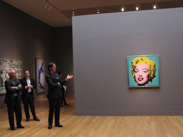 Порно на выставке искусств