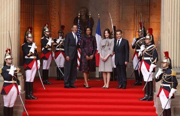 Барак Обама с супругой Мишель и Николя Саркози с супругой Карлой на саммите НАТО