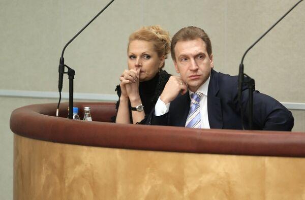 Игорь Шувалов и Татьяна Голикова во время заседания Государствнной Думы РФ