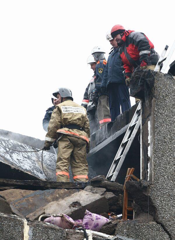 Спасатели прекратили работы на месте обрушения здания в Москве
