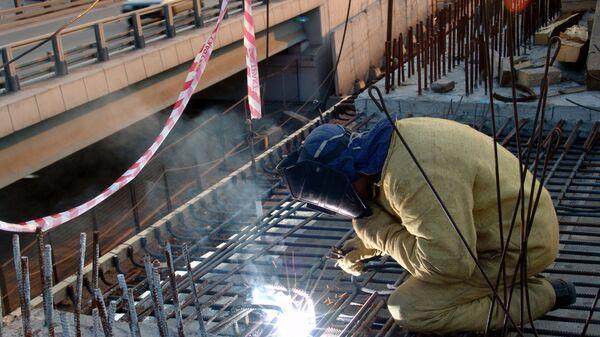 Строительство новой эстакады в районе развязки третьего транспортного кольца и Звенигородского шоссе