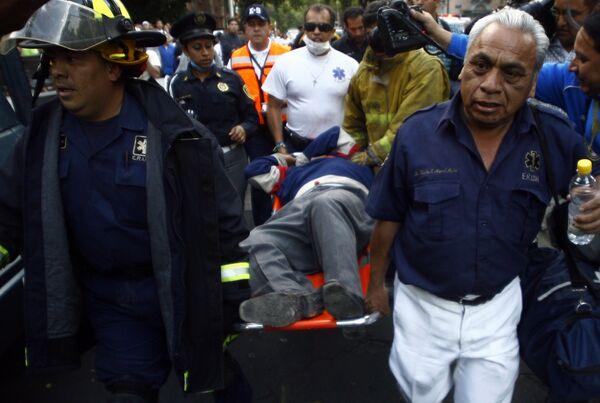 В Мехико прошли учения по взаимодействию служб города и населения в условиях землетрясения магнитудой 6,9. В них приняли участие пять с половиной миллионов человек.