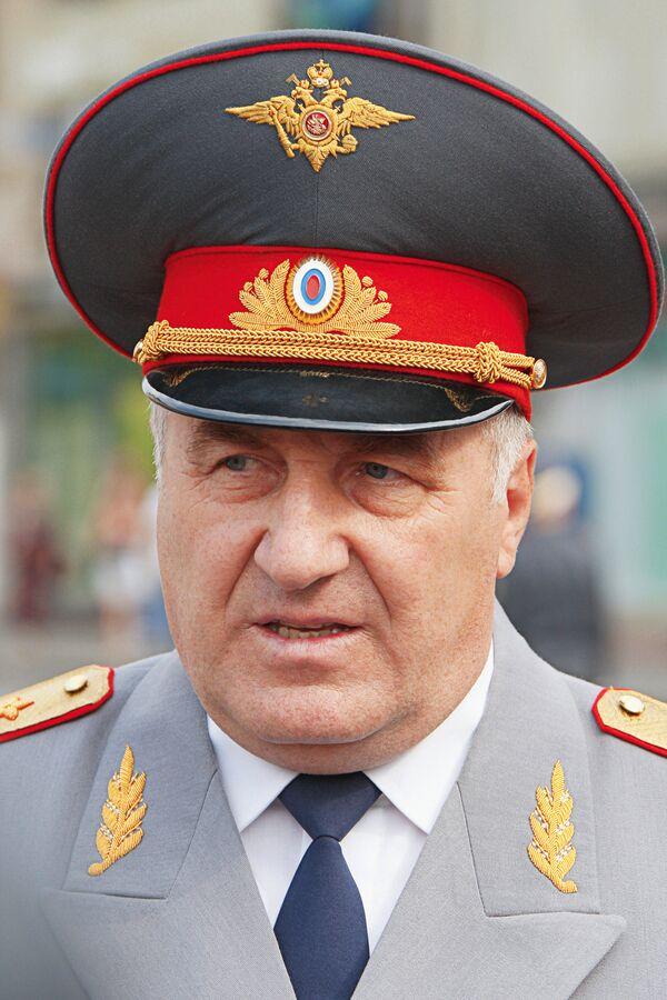Вечером 28 апреля был подписан указ об освобождении от должности начальника ГУВД Москвы генерал-полковника Владимира Пронина