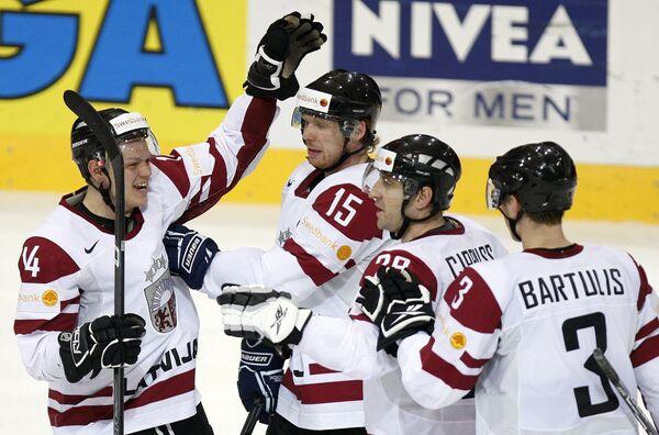 Александр Ерофеев (слева) из Латвии с партнерами